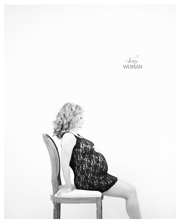 Black and White Inspired Prenatal Photography_Kristin VIning Photography.03jpg