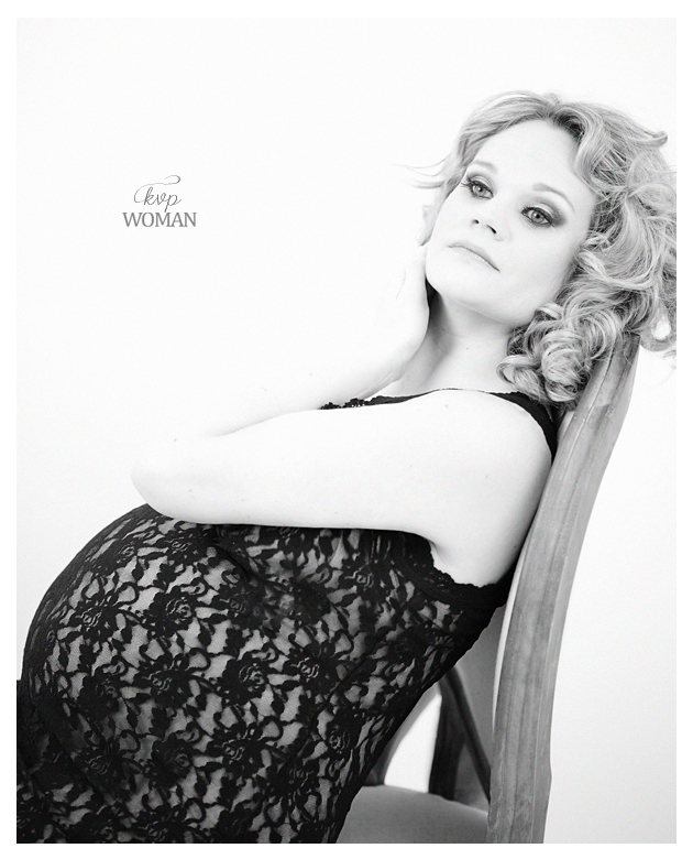 Black and White Inspired Prenatal Photography_Kristin VIning Photography