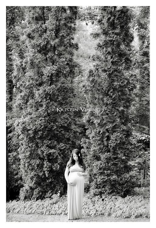 Garden Maternity Portrait_Kristin Vining Photography_00002