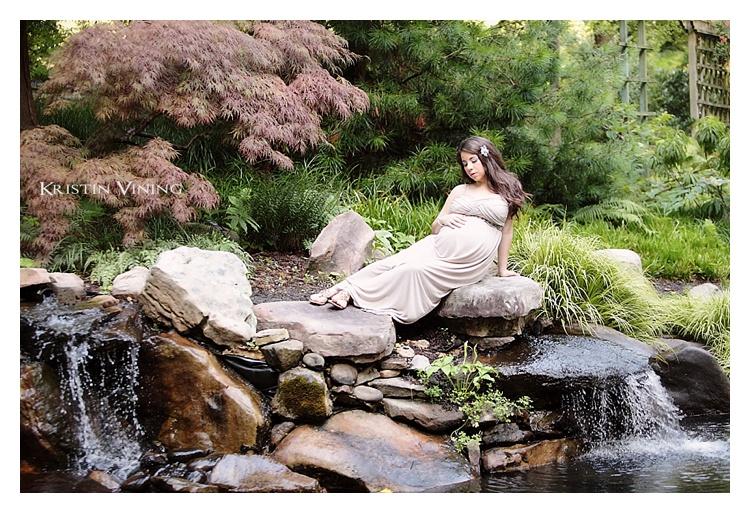 Garden Maternity Portrait_Kristin Vining Photography_00007